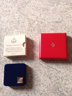 Lot of 2 Ferrari coins/medals, year 2001 with box and certificate of originality