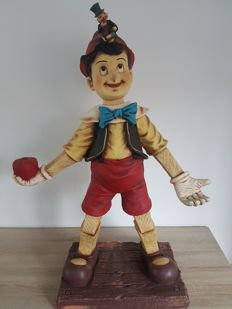 Lifesize statue of Pinocchio (Pinokkio) with Jiminy cricket (Japie Krekel) - AAA inscription