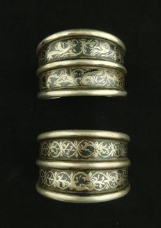 Pair of antique bracelets in high-grade silver with niello - Bukhara (Uzbekistan), second half of 20th century