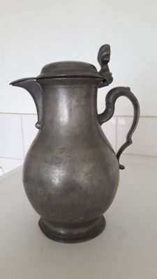 Tin jug and 2 plates, 17th/18th century