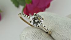 0.62 ct round diamond  ring with side stones in 14 kt gold - size 7,5