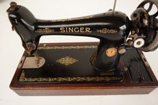 Singer 66K sewing machine with wooden dust cover, 1930