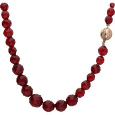 14 kt - Glass garnet necklace fitted with a 14 kt rose gold ball clasp - Length: 54 cm