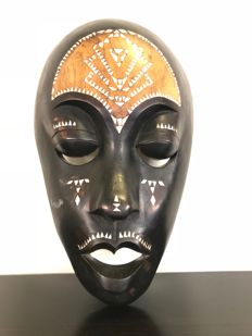 Wooden Mask with Mother of Pearl and White Inlaid Wood - Africa - Mid/Late 20th Century
