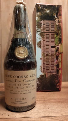 Old bottle of Cognac  VXO (Great Fine Champagne) Logis de la Mothe - 1st cru of Cognac - A . JULLIEN
