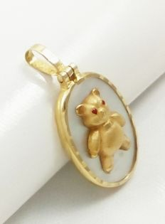 Beautiful teddy bear pendant in 18 kt yellow gold and mother of pearl.