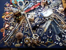 Large collection of decorative jewellery - over 200 pieces