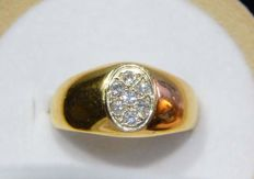 Signet ring in 18 kt gold with 0.21 ct of diamonds - size 55