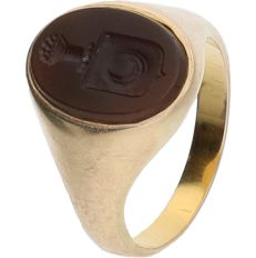 14 kt - Yellow gold signet ring set with cut carnelian - ring size: 18 mm