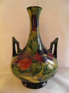 Plateelbakkerij Zuid-Holland - Belly vase with protruding handles - Gouda decor