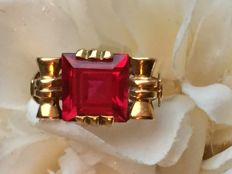 Art Deco gold ring with a ruby (4 ct), 4.49 g / size 17.5