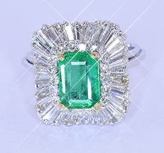 3.94 Ct Emerald and Diamonds ballerina ring NO reserve price!