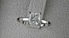 1.00 ct  princess diamond ring made of 14 kt white gold - size 6.5
