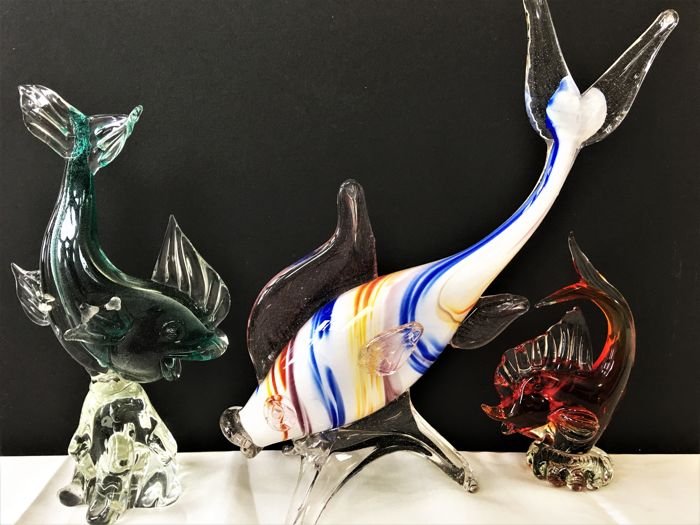 Murano - vintage glass school of fish on pedestal executed with different colors and techniques for sale