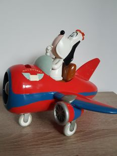 Avery, Tex - Statue of Droopy in Airplane - Turner Entertainment (2001)