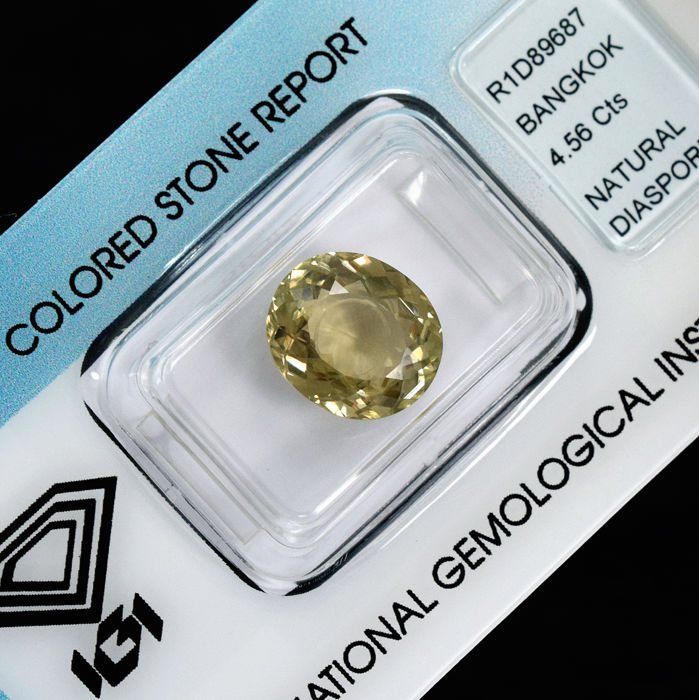 Colour changing diaspore - 4.56 ct