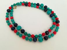 19.2 kt – Turquoise Necklace + coral + lapis lazuli, gold ring clasp