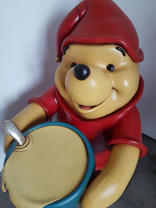Disney, Walt - Lifesize Statue - Winnie the Pooh Butler Cooking Honey (1990s)