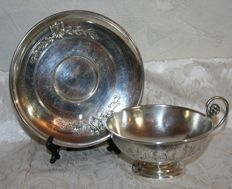 Emile Hugo: beautiful sterling silver cup with pedestal base - Paris, France - 1853 - accompanied by sterling silver saucer