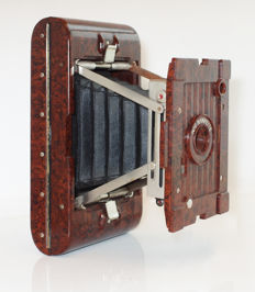 Kodak No. 2 Hawkette: Brown marbled Bakelite folding camera, 6 x 9: 1930