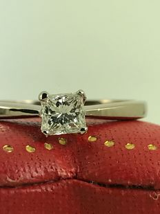 Princess cut diamond 18k Engagement gold ring