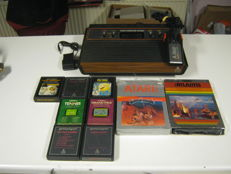 Atari 2600 (woody) + 9 very nice games like: dodge em,grand prix and Pacman etc.2 games boxed and complete
