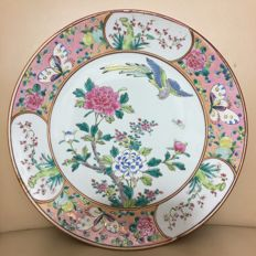 Large Porcelain Peranakan nyonya straits handpainted Gilt Rose and Bird of Paradise signed dish - Japan - late 20th century