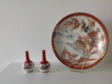Plate and two small vases - Kutani - Japan - Early 20th century