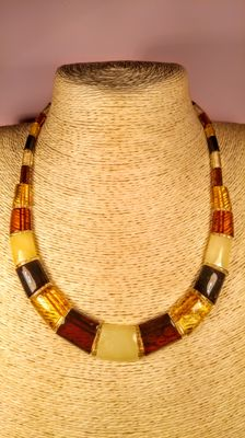100% Natural Baltic Amber necklace , Length ca. 47 cm, 20 grams