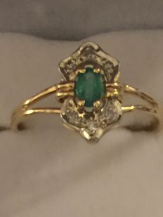 18 kt gold ring diamonds emerald (NO RESERVE PRICE)