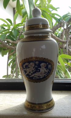 A very fine Belle Epoque porcelain urn with lid - adorned with cherubs.