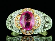 Gold ring with natural Burmese pink sapphire of 1.56 ct and diamonds of 0.55 ct - ring size 51 / 16.2 mm ***no reserve***
