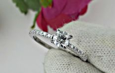 0.62 Ct round diamond ring made of 14 kt white gold *** NO RESERVE PRICE ***