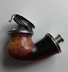 Pipe head with silver mounting