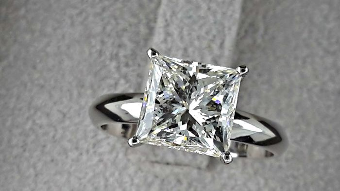 3.35 ct  F/SI1  princess diamond ring made of 14 kt white gold - size 7