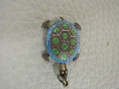Filigree pendant China Cloisonne, flexible turtle, 1920, silver enamel