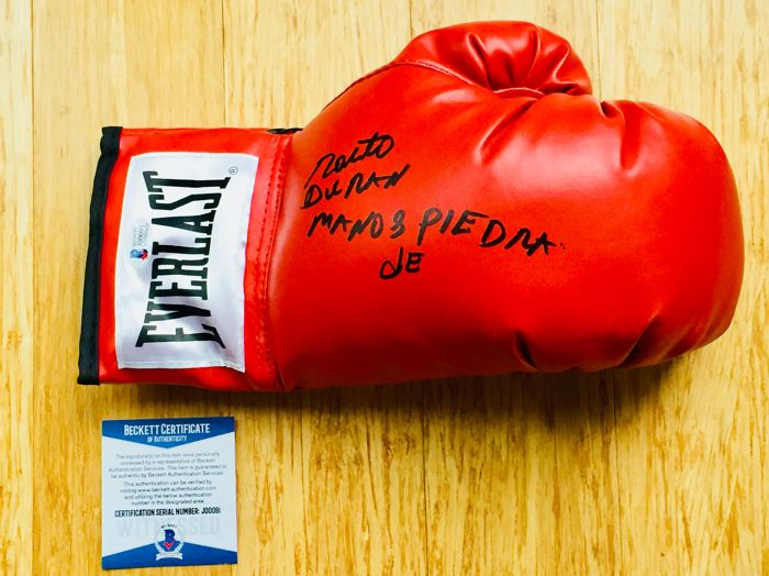 Roberto Duran - Authentic Signed Everlast Red Boxing Glove - with Certificate of Authenticity Beckett