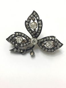 Leaf brooch, 19th century, gold and silver, adorned with diamonds of 1.65 ct