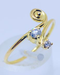 18 kt yellow gold cocktail ring with 2 diamonds totalling 0.12 ct.  Inner diameter: 17 mm