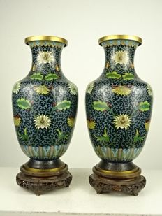 Two cloisonné lotus vases with stand - China - late Qing period (circa 1900)