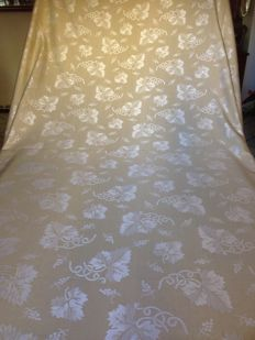 Fine Damask clear- finished fabric - 290 x 190 cm - grape decoration with golden yarns - reversible - for tablecloth