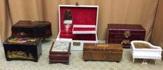 Lot of jewelry musical boxes of the second half of the xx century, different  countries, in working order.