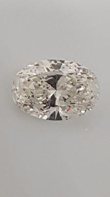 1.03 ct - Oval cut - White - D / VS2