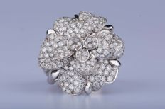 "CHANEL ""CAMELIA HAUTE COUTURE"" ring in 18 kt white gold with 228 diamonds of 3.45 ct - Size: EU: 61 US: 9 1/2"
