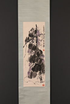 Hand-painted large scroll painting,  Qi baishi《 齐白石-墨葡图 》- China - late 20th century