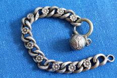 Curb children's bracelet with bell solid silver one every two links guilloche and with inclusions of small chiselled flowers