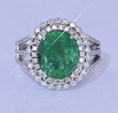 5.10 Ct Emerald with Diamonds ring NO reserve price!