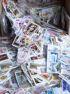 World - Batch of 132 packages, each with 100 different topical stamps.