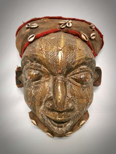 Bronze plated mask - BAMOUN - Cameroon