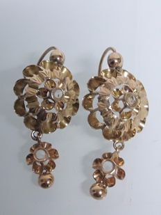 19.2 kt gold earrings with diamonds, 19th century